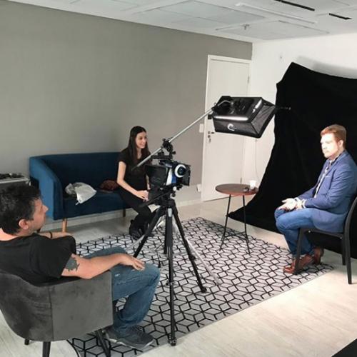 Rebeca Casagrande e Fabio Medeiros entrevistam Lucas Olles