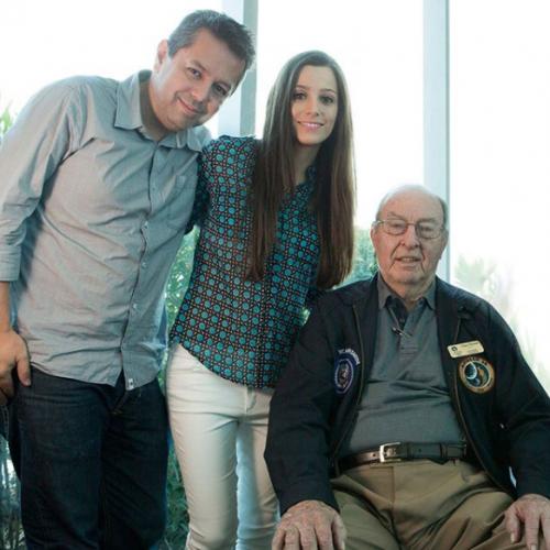 Fabio Medeiros e Rebeca Casagrande entrevistam o sexto homem que pisou na Lua, Edgar Mitchell